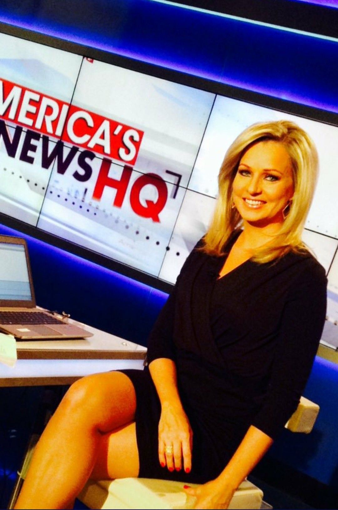 Sandra Smith sexy news anchor