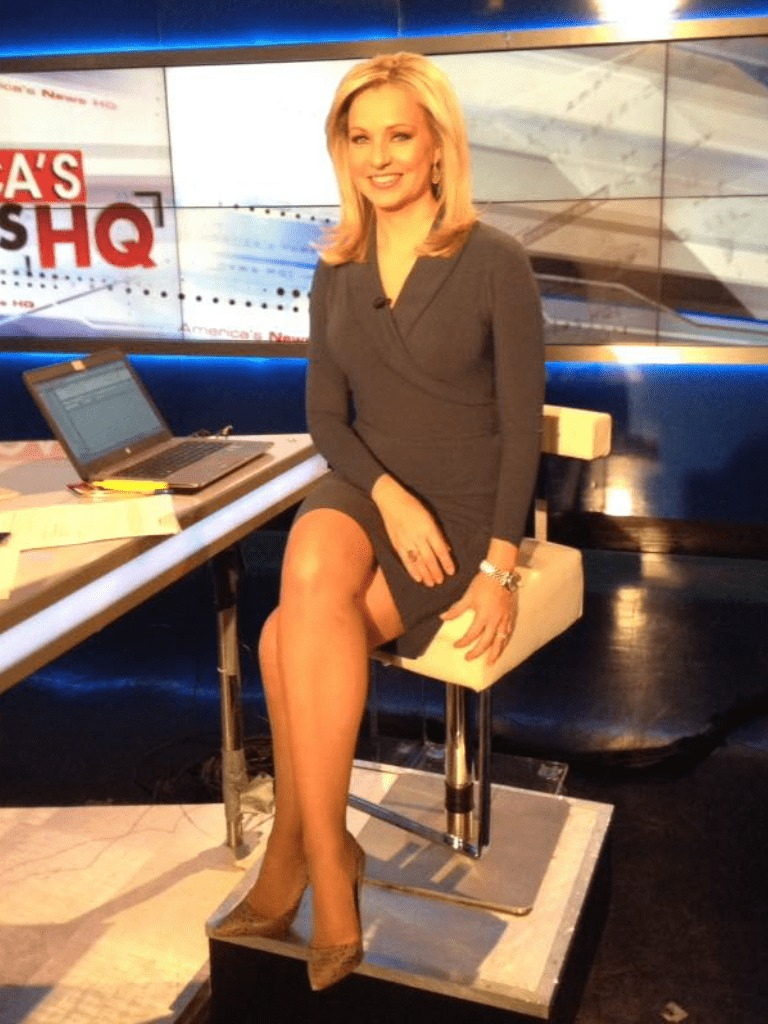 Sandra Smith sexy thigh