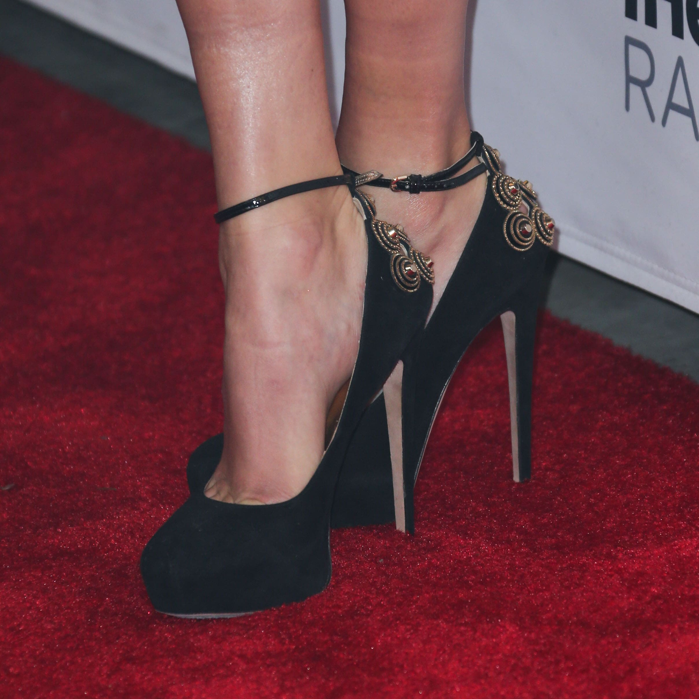49 Sexy Taylor Swift Feet Pictures Will Make You Get Down Your Knees For Her Best Of Comic Books