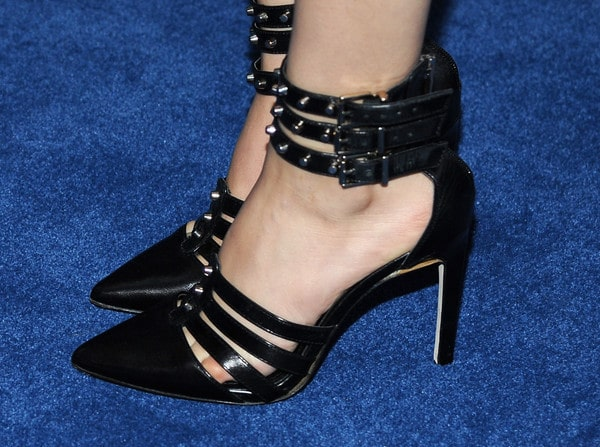 Victoria Justice Beautiful Feet Image