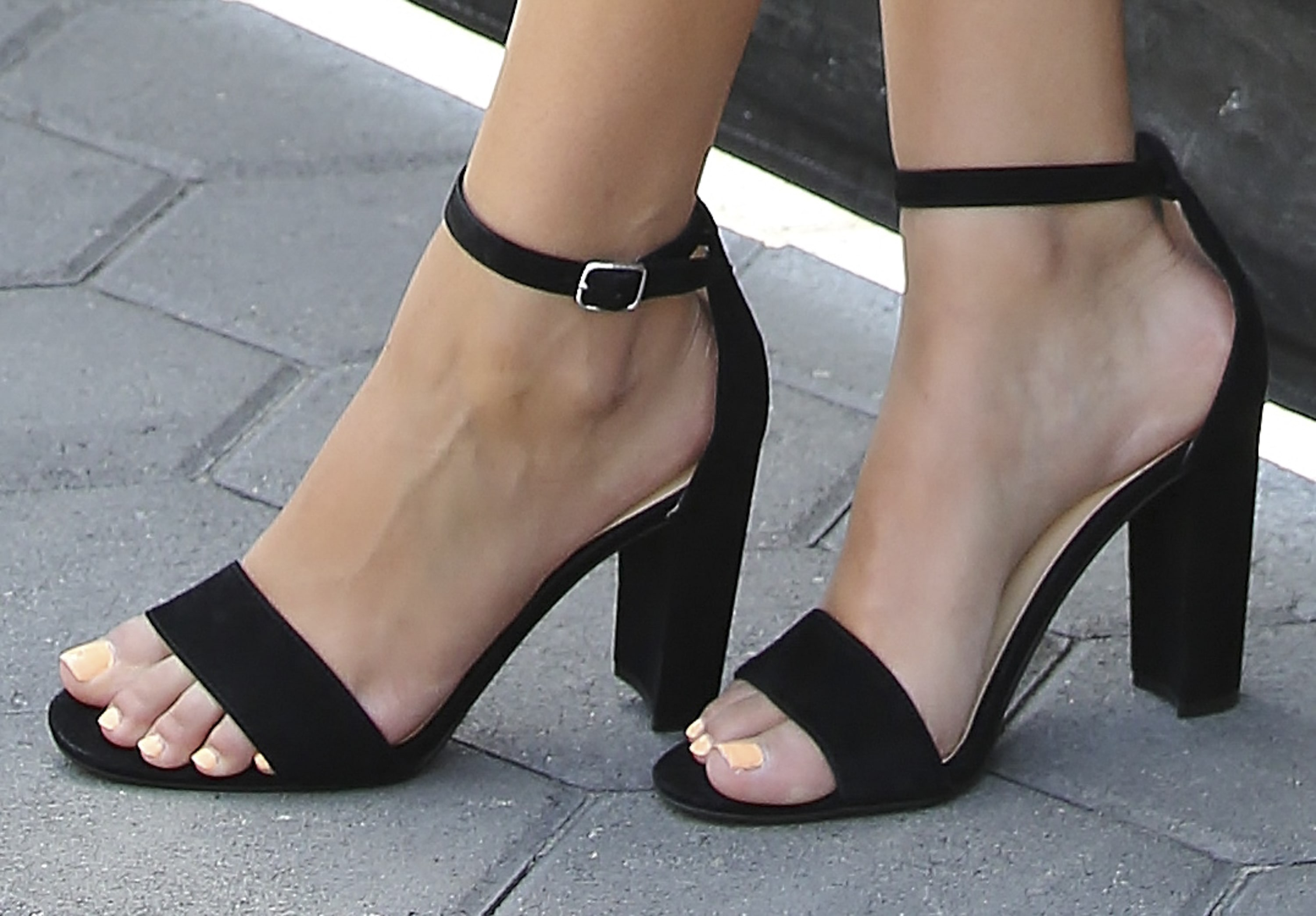 Victoria Justice Sexy Feet Picture