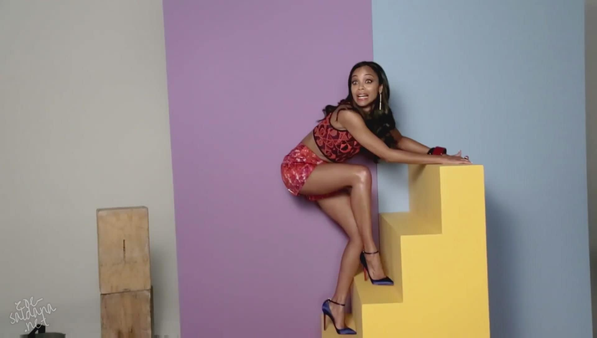Zoe-Saldana-Sexy Feet in high heels pic