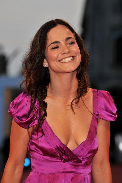 alice braga awesome cleavages