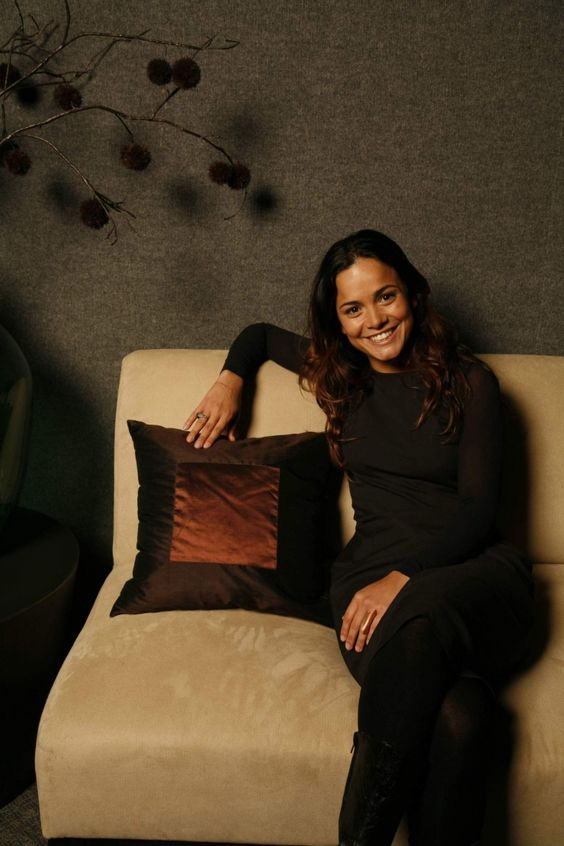 alice braga awesome pics