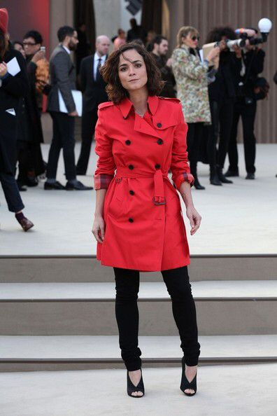 alice braga red dress