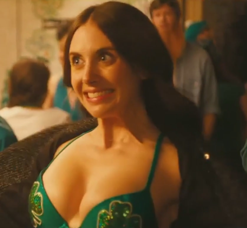 alison brie cleavage pictures