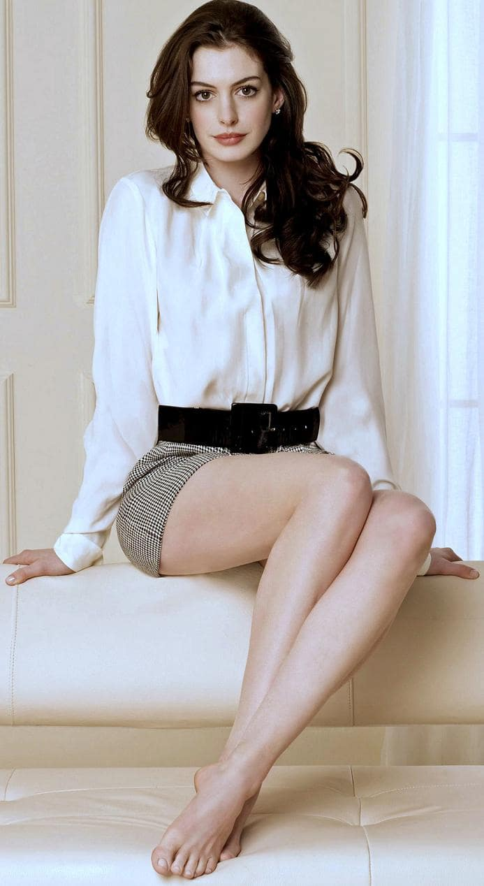 anne hathaway bare feet pictures