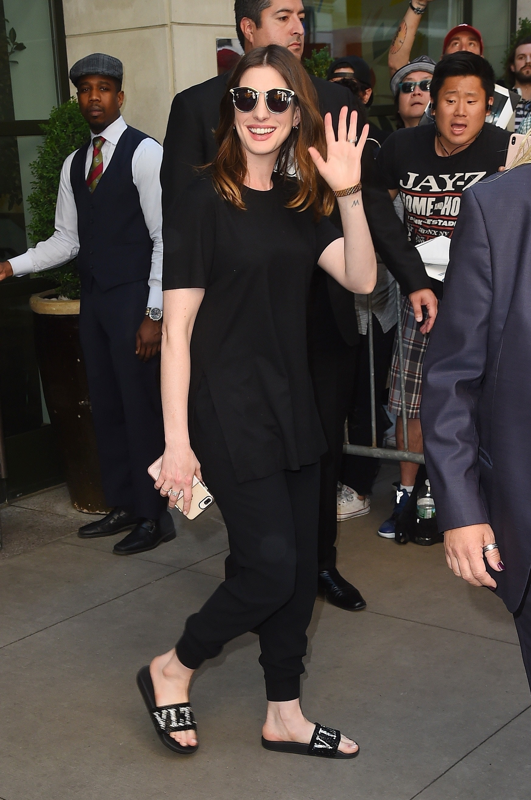 anne hathaway feet pictures