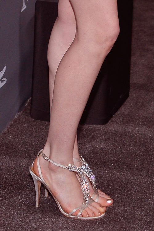 anne hathaway hot toes nails