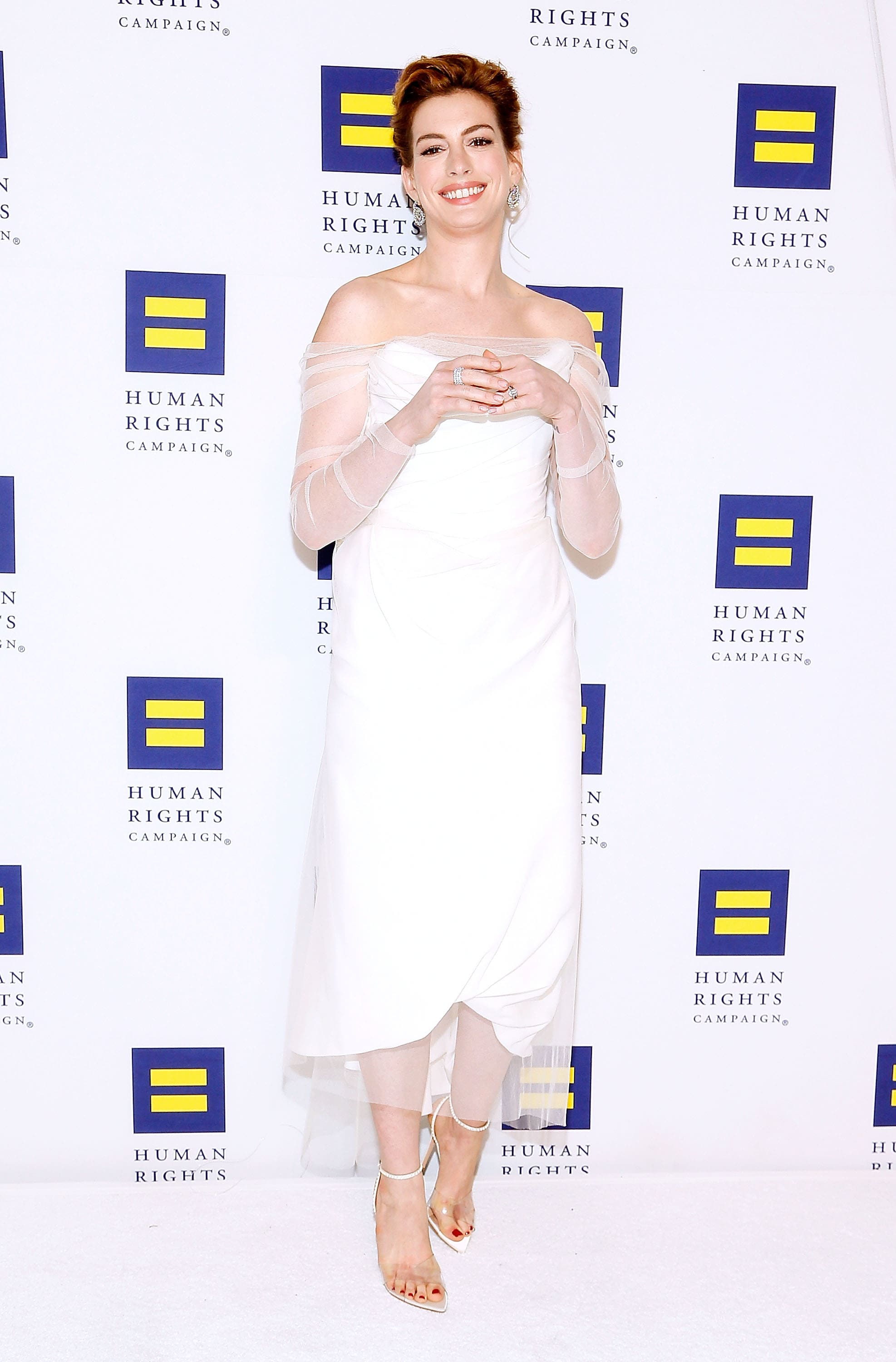 anne hathaway sexy feet pictures