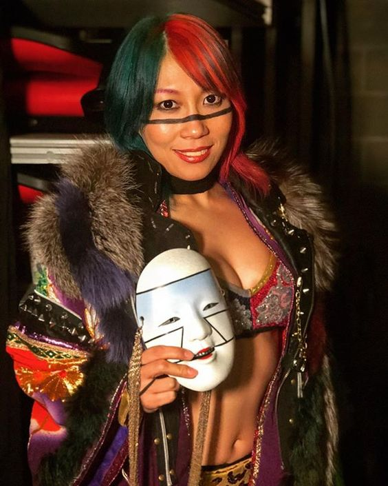 asuka cleavages sexy