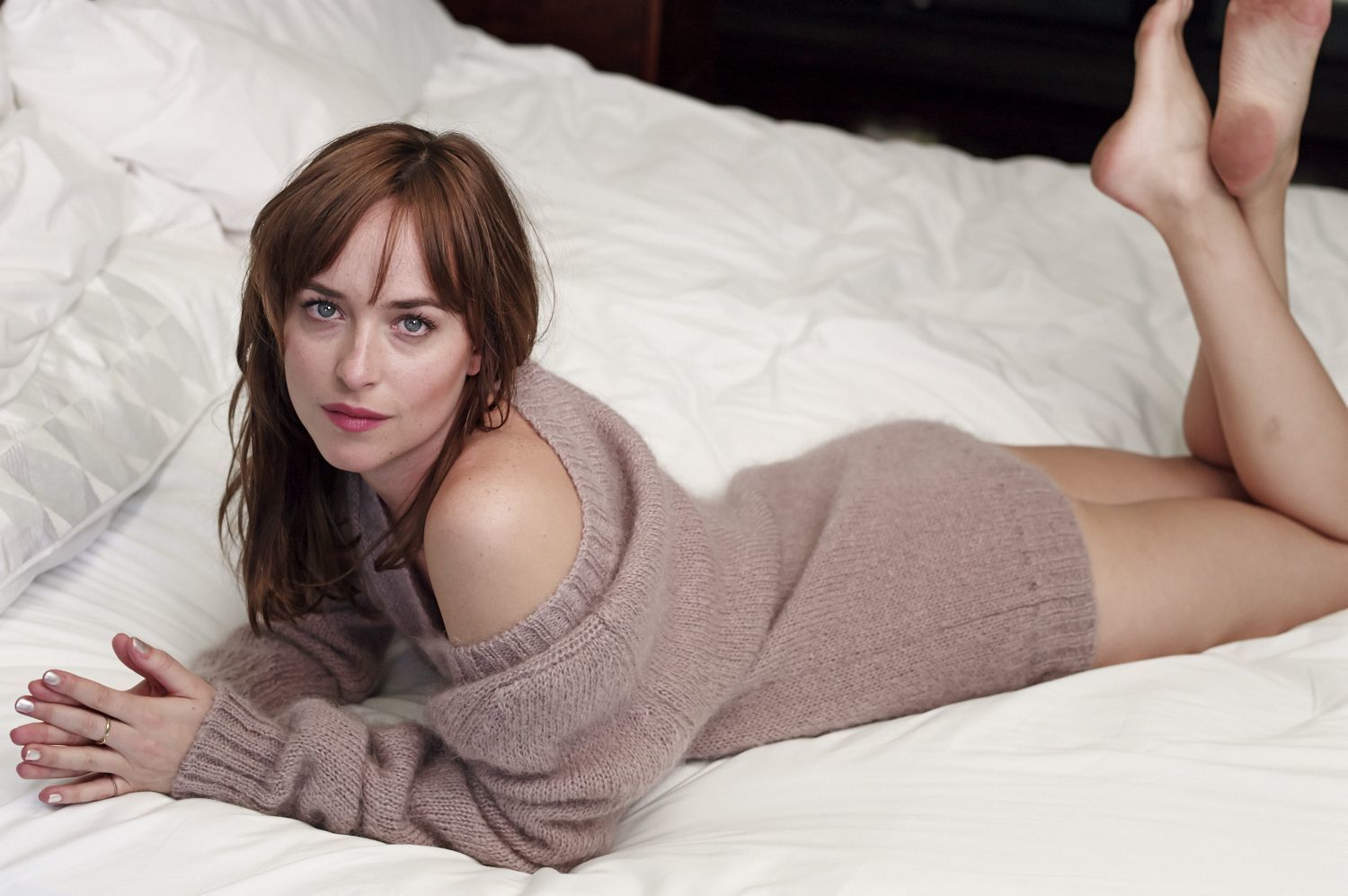 dakota johnson bare feet