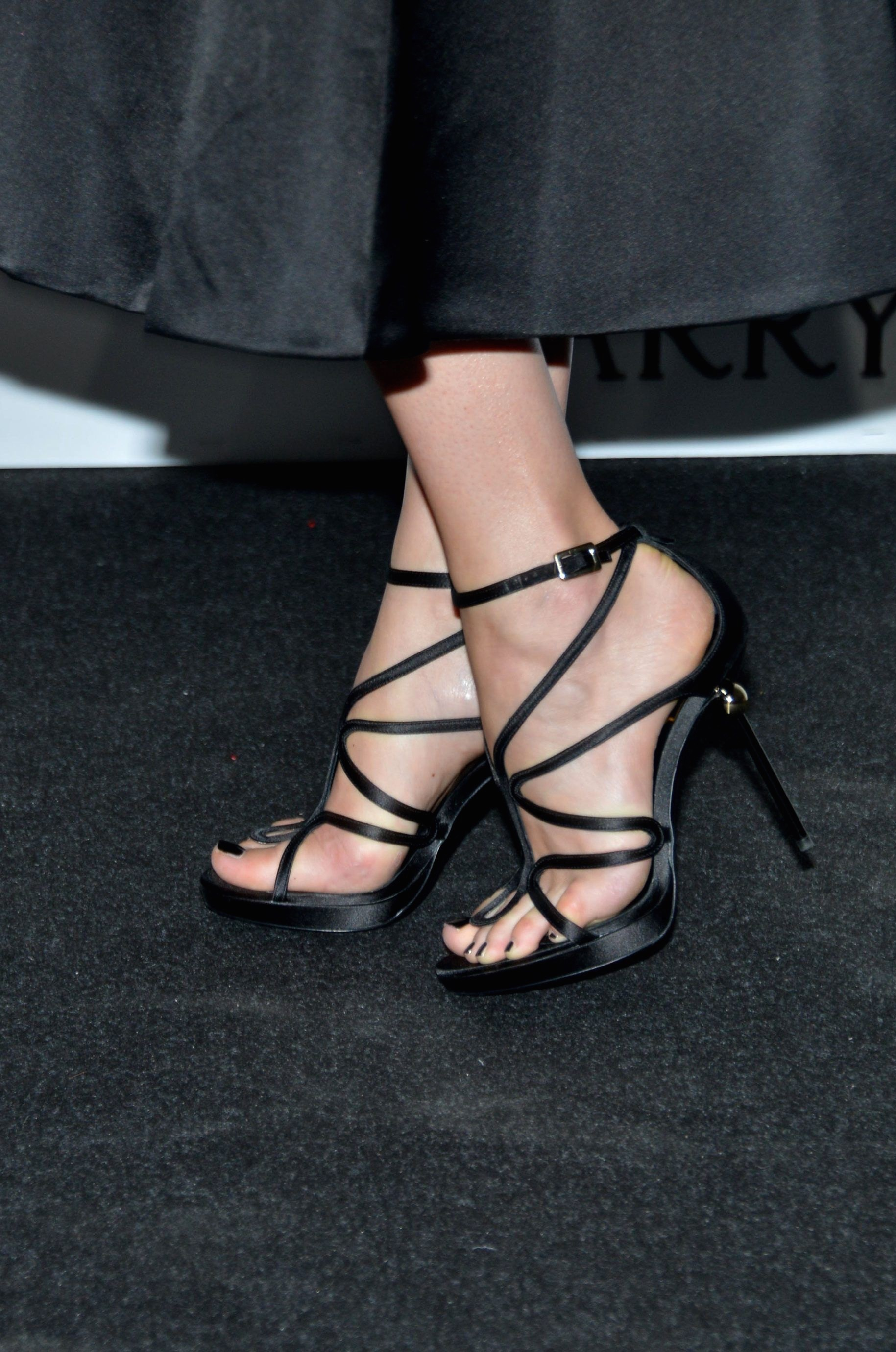 dakota johnson hot toes nails