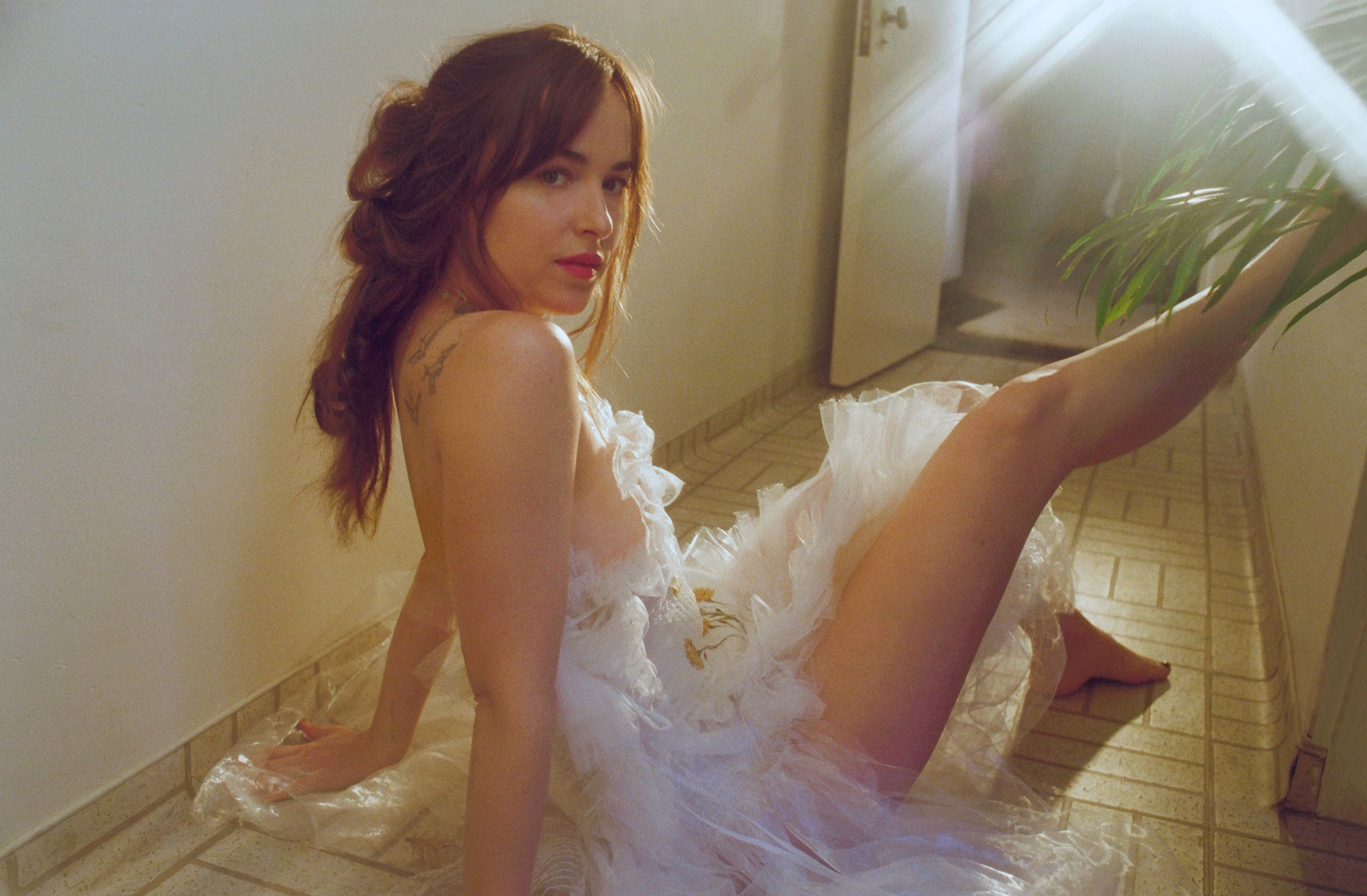 dakota johnson sexy bare feet