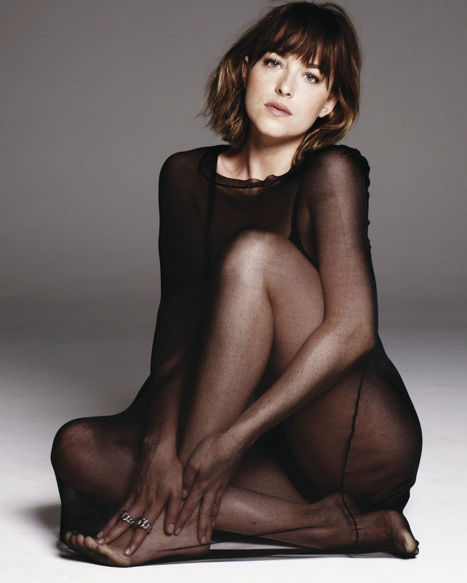 dakota johnson stunning bare feet