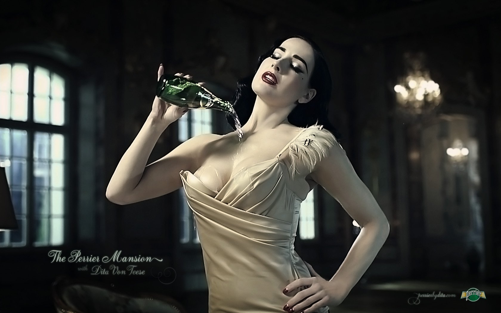 dita-von-teese-awesome cleavges