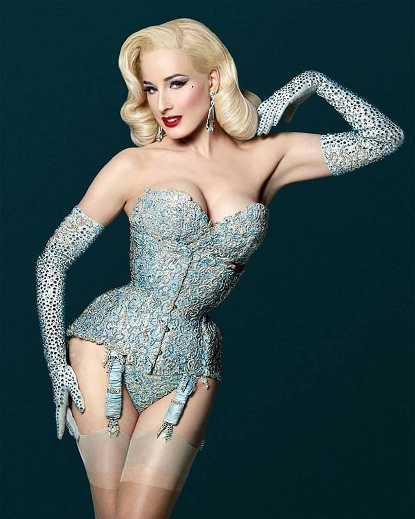 dita-von-teese-awesome pictures