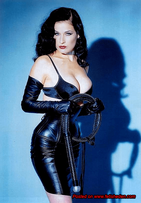dita-von-teese-sexy cleavages