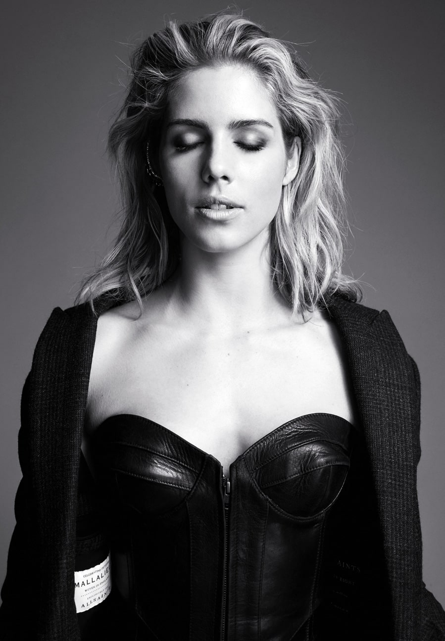 emily_bett_rickard sexy cleavages hot