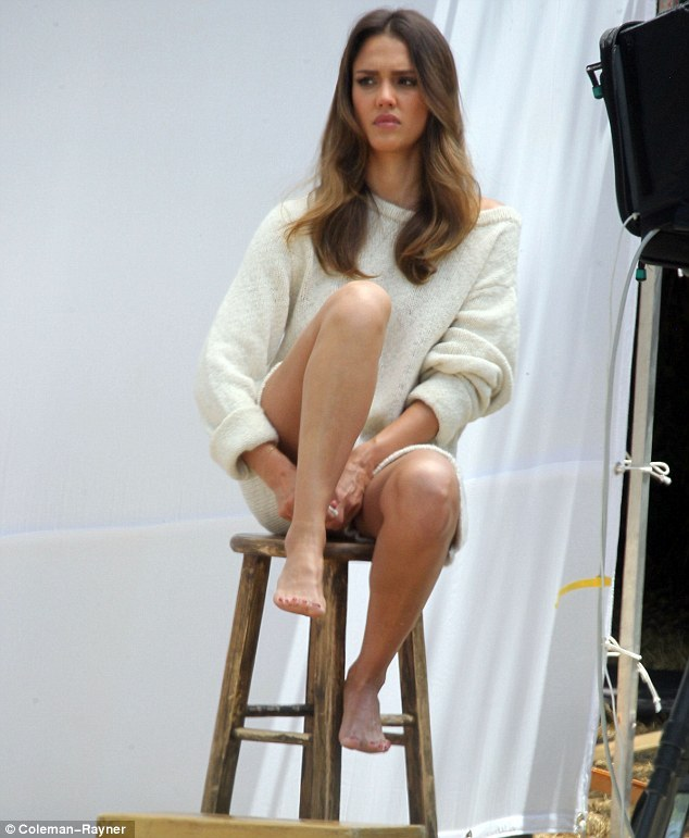 jessica alba beautiful feet image