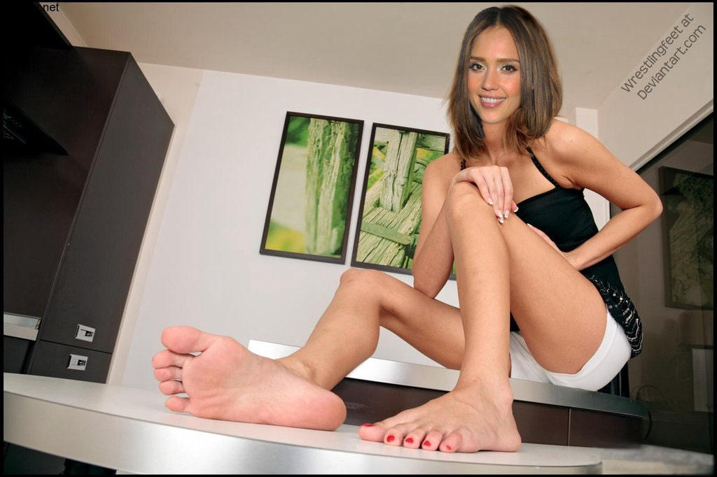 jessica alba hot bare feet image