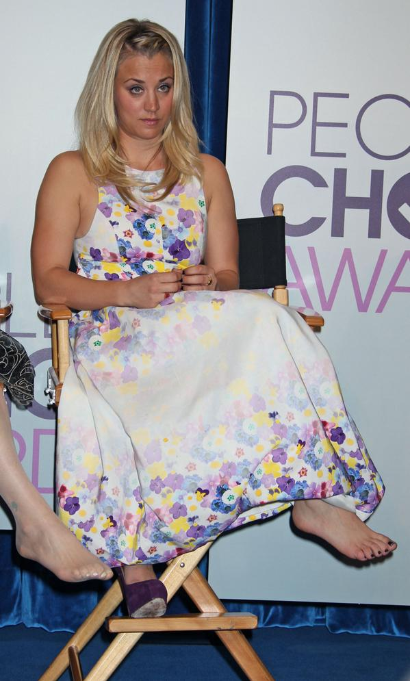 kaley cuoco toes nails pictures