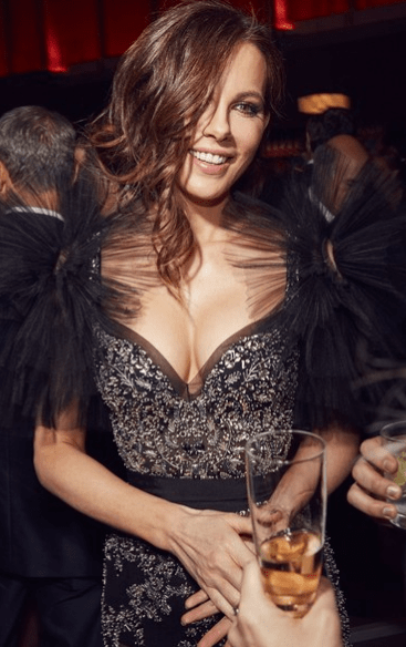 kate beckinsale hot cleavage