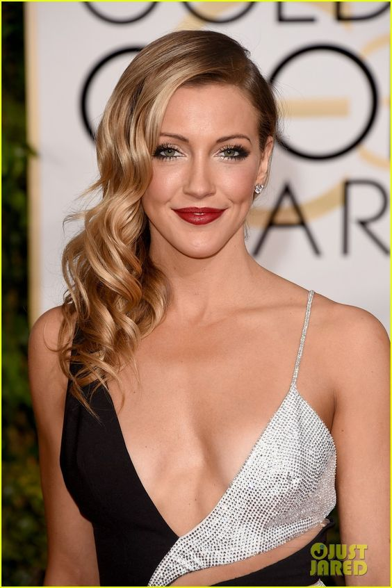 katie-cassidy-awesome