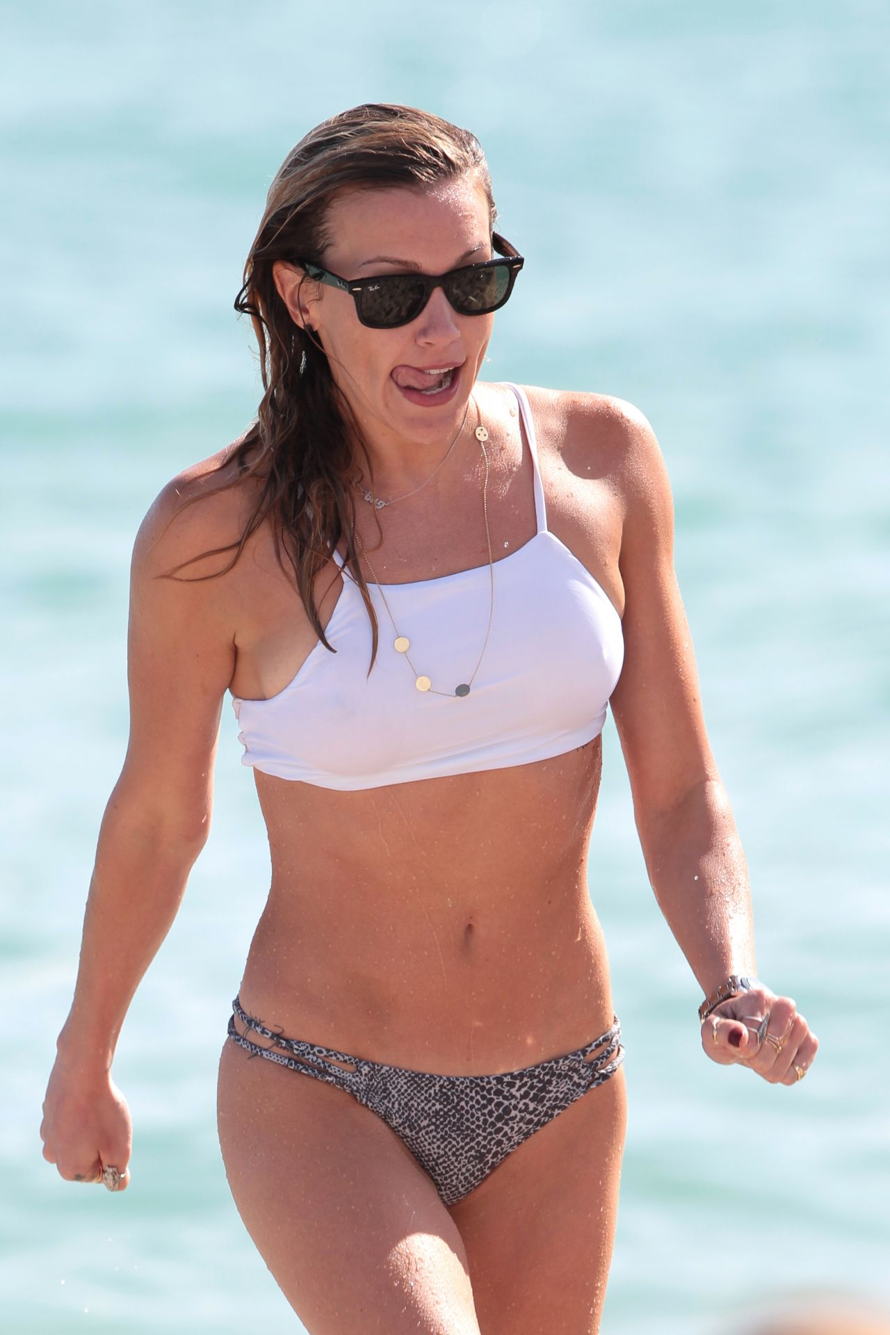 Katie cassidy sexy 27 Photos new foto