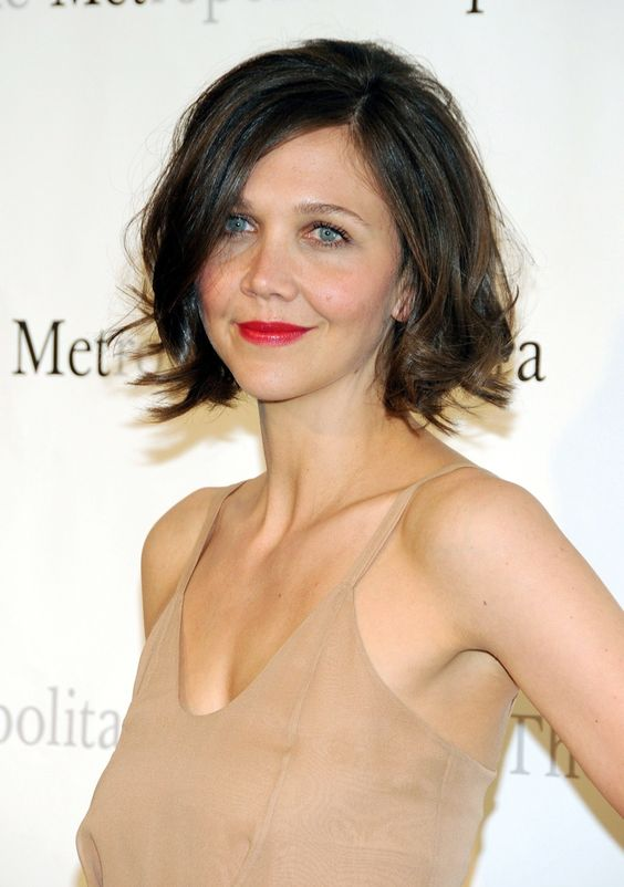 maggie gyllenhaal awesome cleavages pics