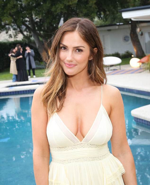 minka kelly cleavage pictures