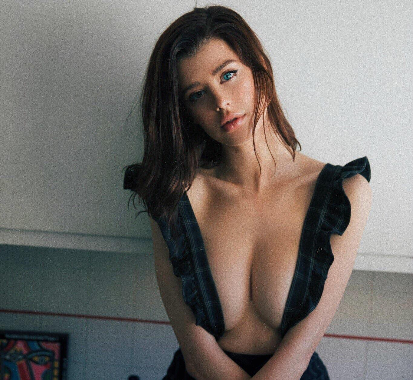 70+ Hot Pictures Of Sarah McDaniel Which Will Drive You Nuts For Her   Best Of Comic Books