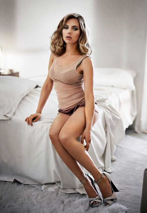 scarlett johansson hot feet pictures