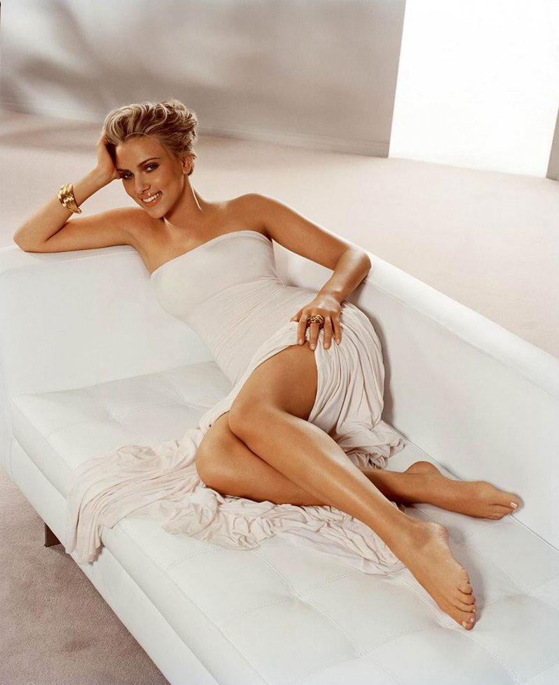 scarlett johansson sexy bare feet pictures