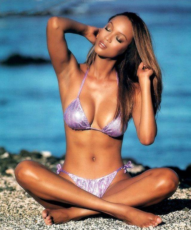 tyra banks awesome bare feet
