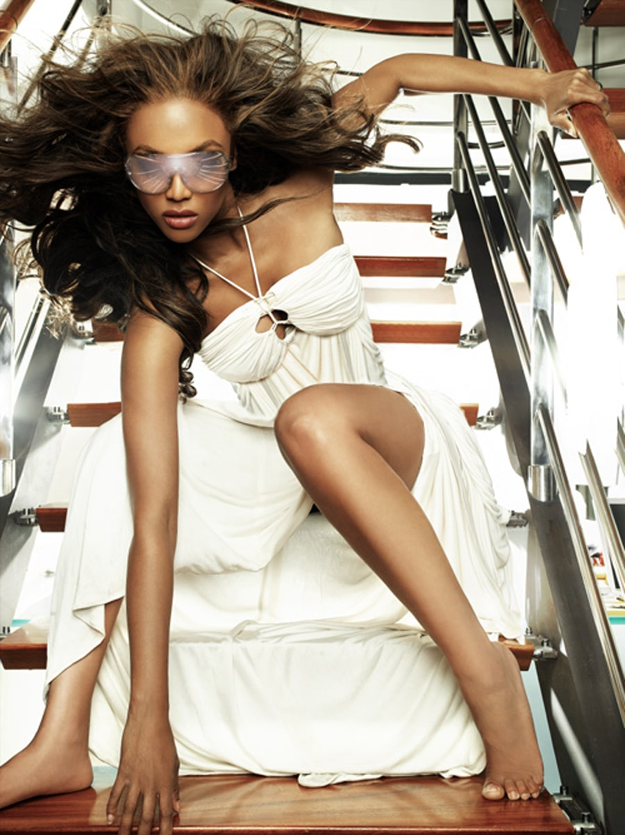 tyra banks bare feet photo