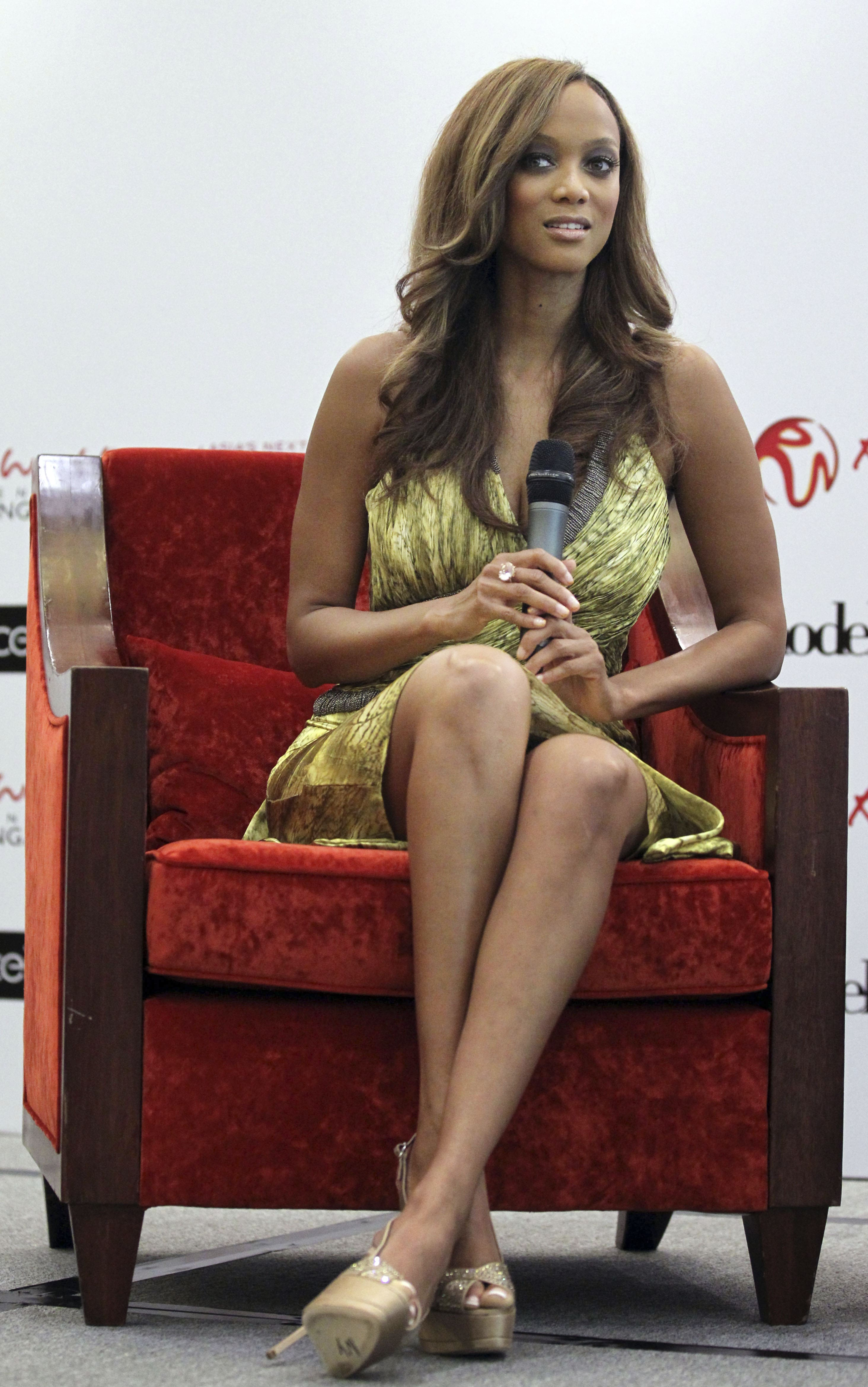 tyra banks hot feet pictures