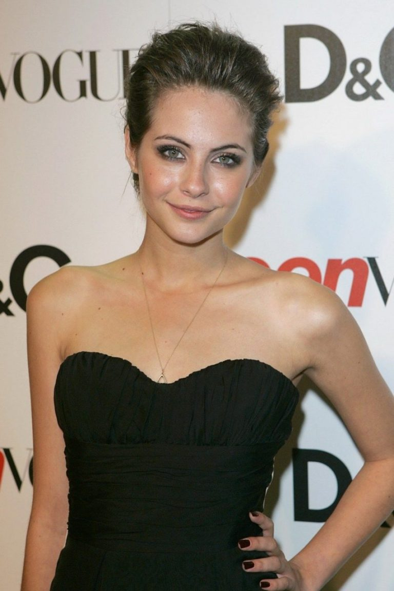 willa holland cleavages pictures
