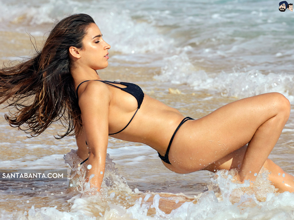 Aly Raisman hot in beach photo