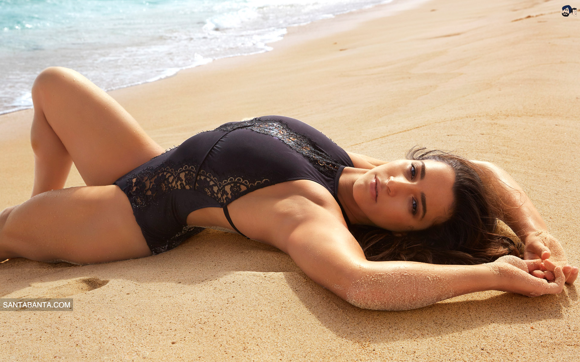 Aly Raisman hot in beach pic