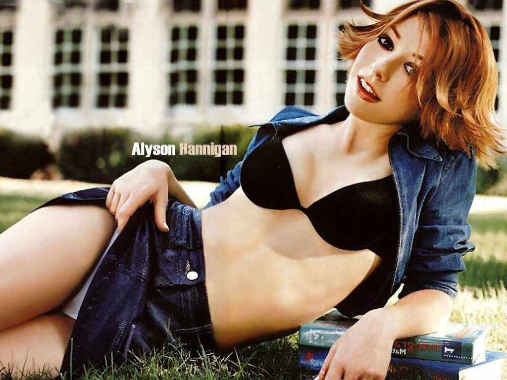 49 Hot Pictures Of Alyson Hannigan Which Will Make You Fall In Love