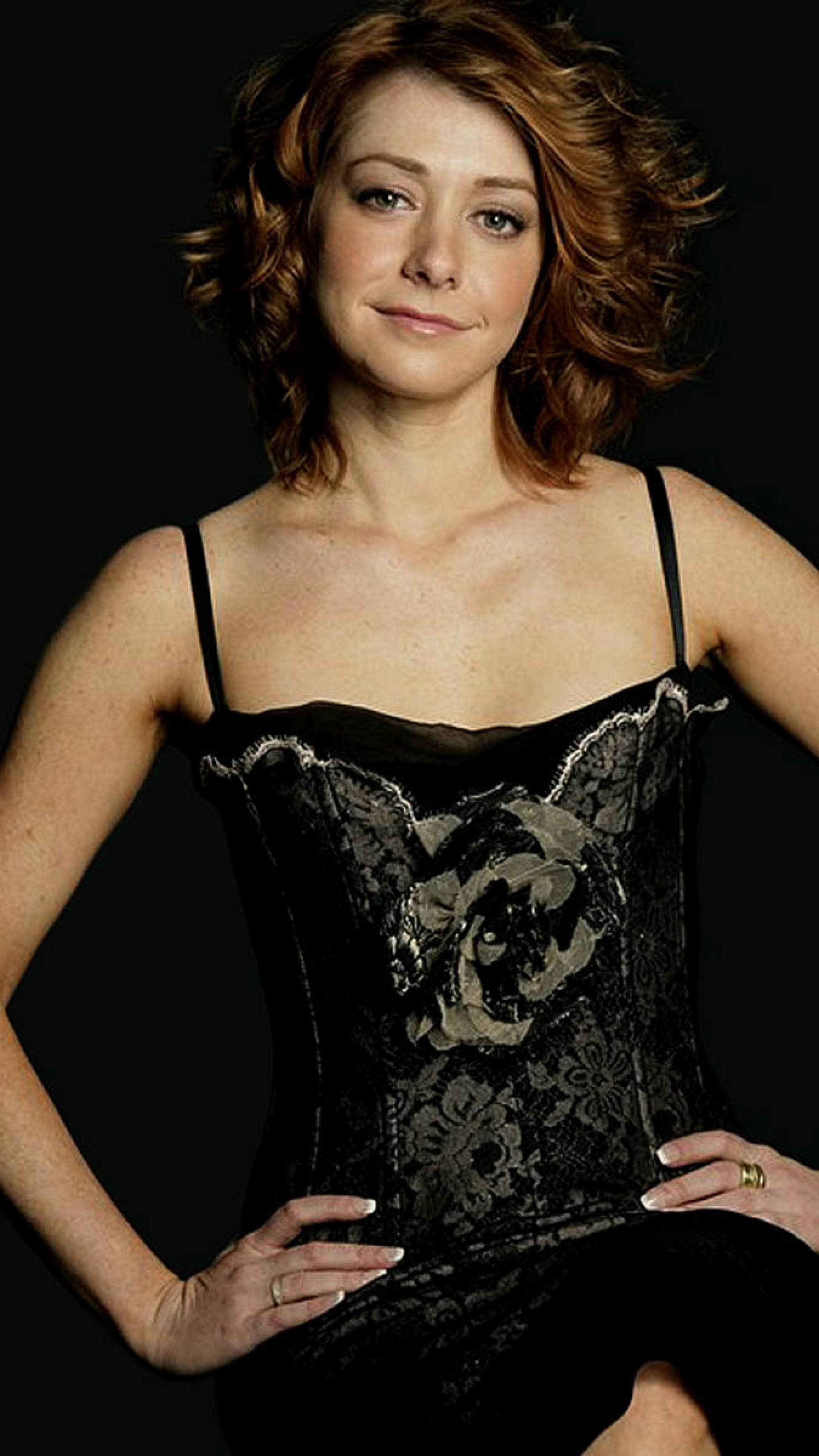 Alyson Hannigan Pokies 49 hot pictures of alyson hannigan which will make you fall