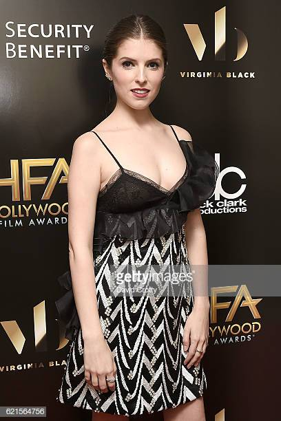 Anna Kendrick cleavages beautiful