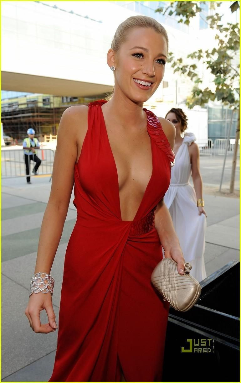 Blake Lively cleavage pic