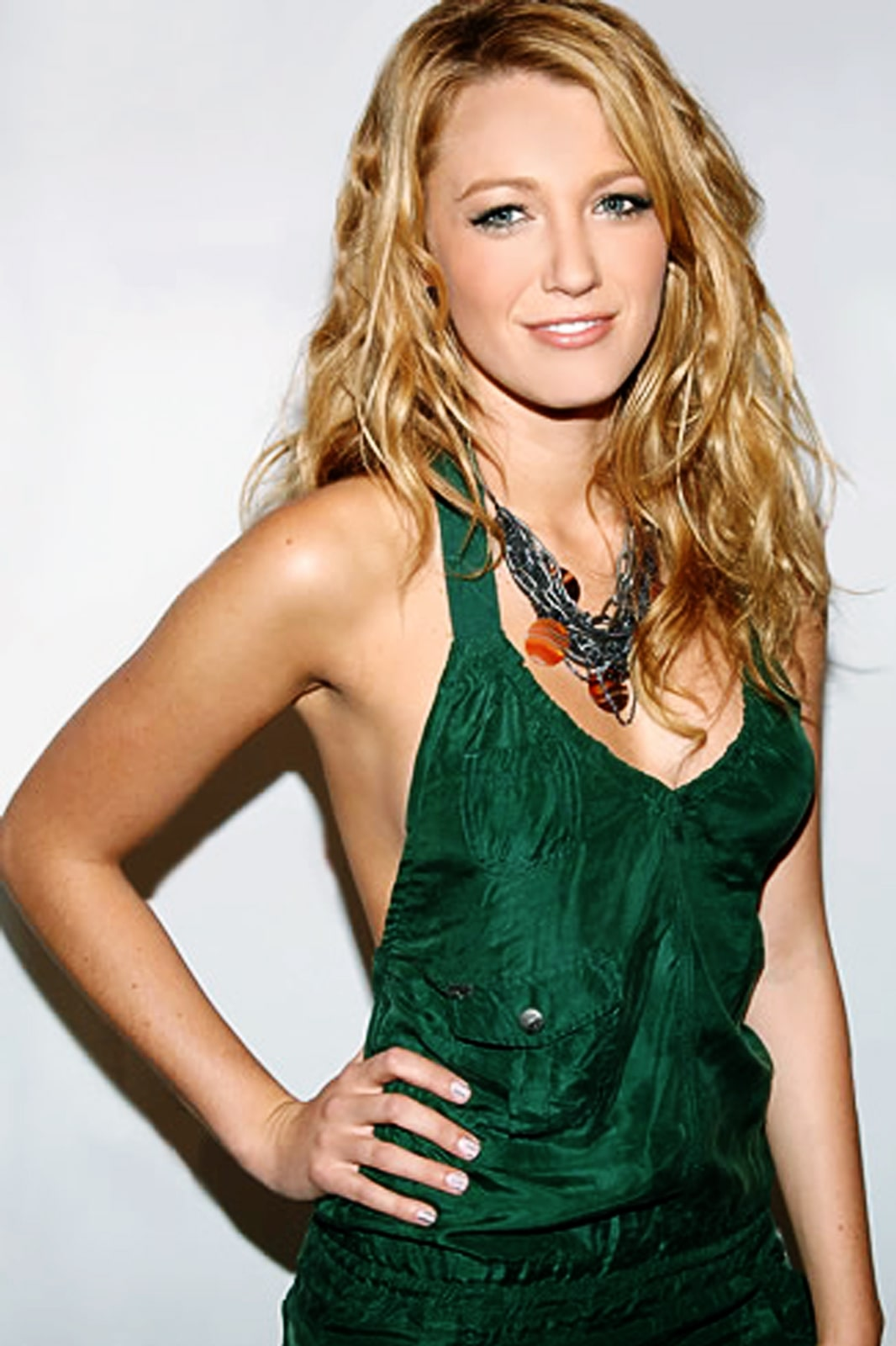 Blake Lively hot green dress