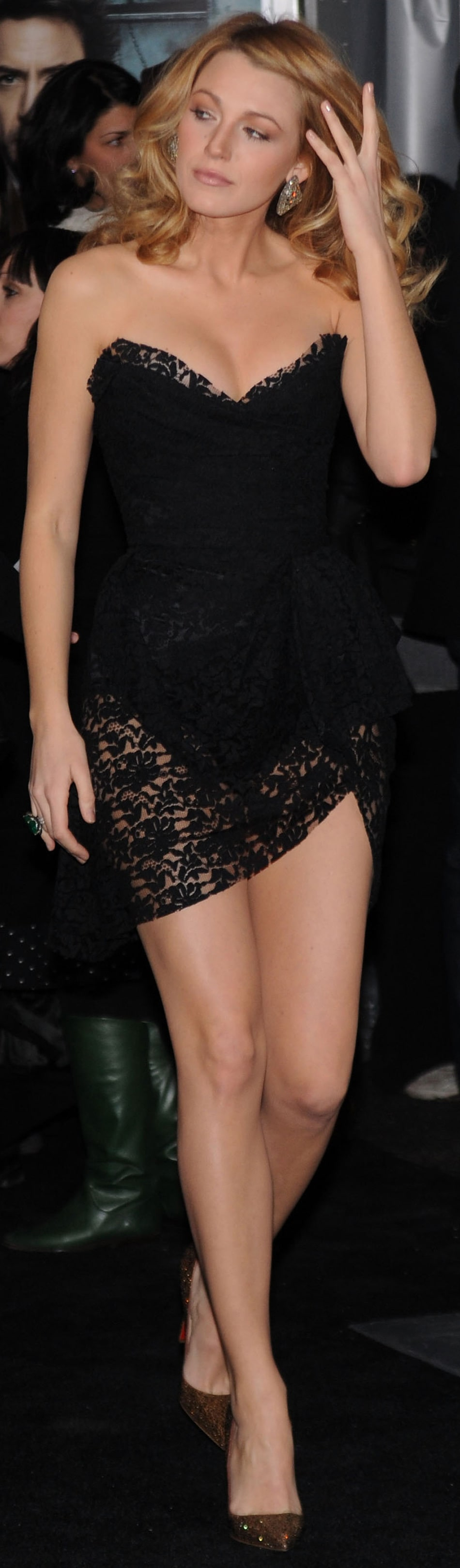 Blake Lively sexy black dress