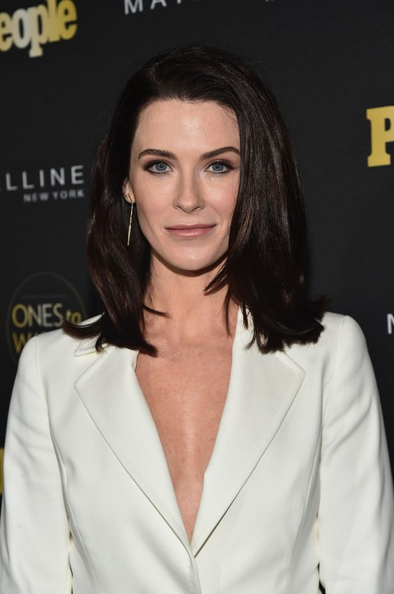 Bridget Regan hot women pic