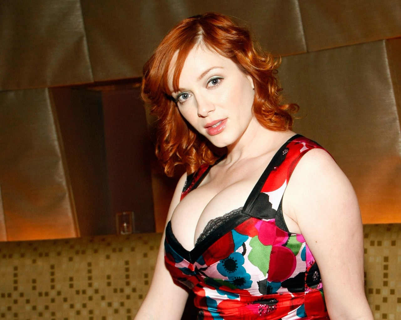Christina Hendricks sexy boobs pictures