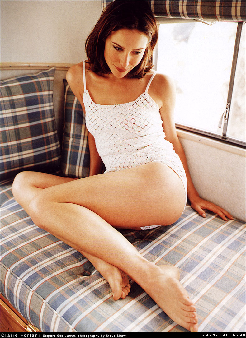 Claire-Forlani-ass