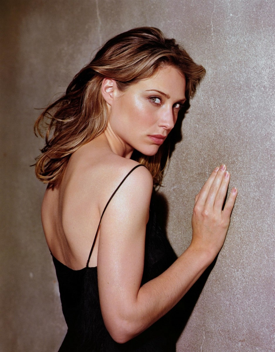 Claire-Forlani-backless